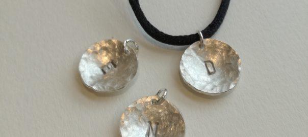 Neue Buchstaben-Silberanhänger!
